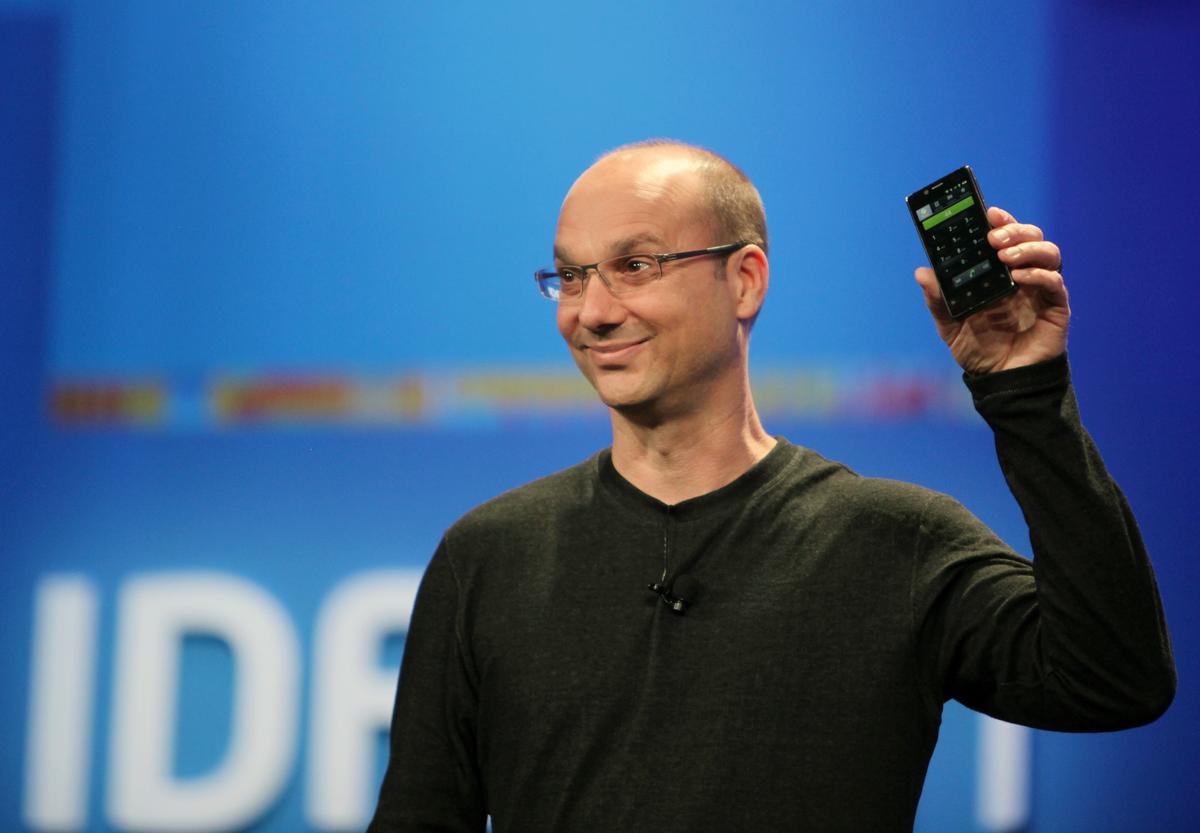 أندي روبن يكشف عن هاتفه Essential PH-1 - بوابة الموبايلات
