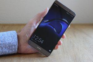 هل يستطيع الهاتف Huawei Mate 10 منافسة ايفون 8 ؟