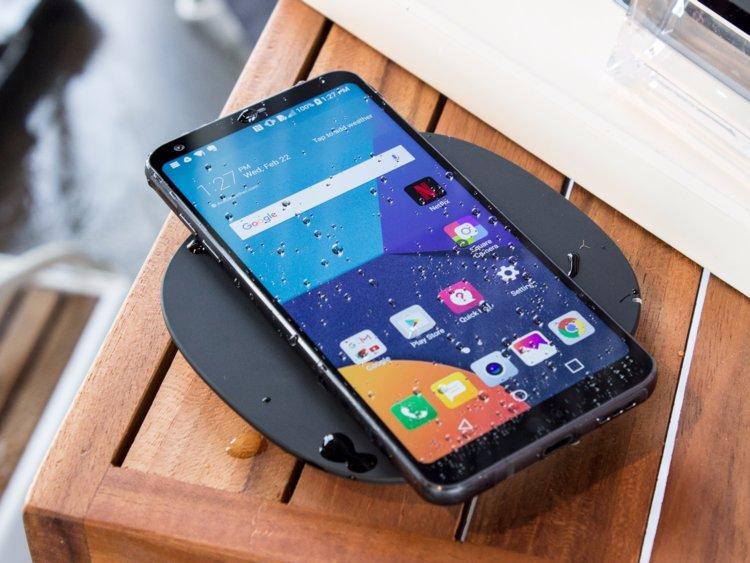 مراحل تطور أسعار الهواتف الذكية الرائدة عالميًا ومحليًا على مدى السنوات الخمس الماضية