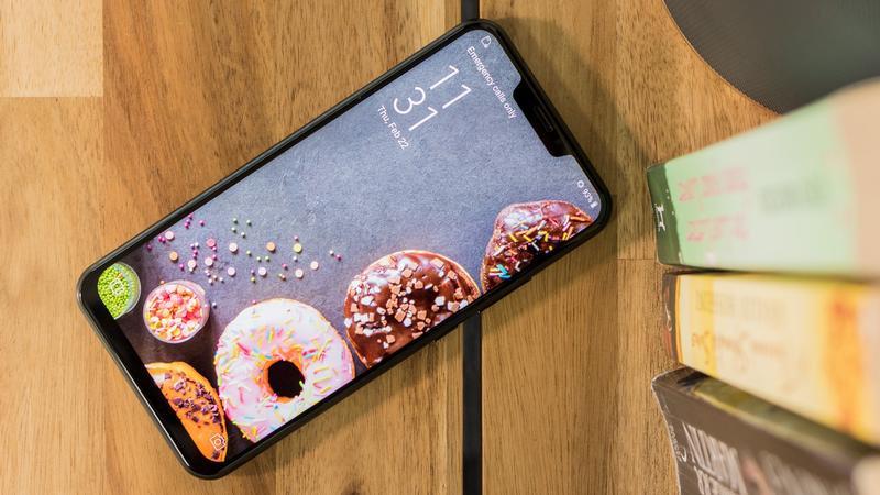 صراع الشركات المطوّرة لهواتف أندرويد على نسخ شاشة iPhone X يشتعل