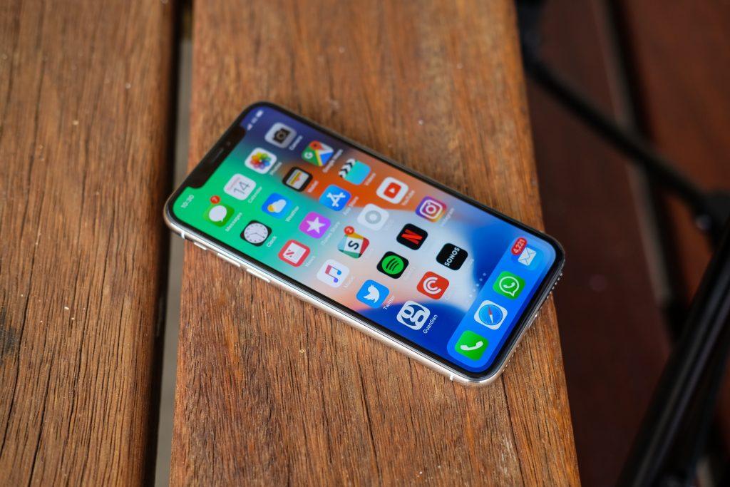 هاتف OnePlus 6 ضد iPhone X في اختبار السرعة ... مين الأفضل!