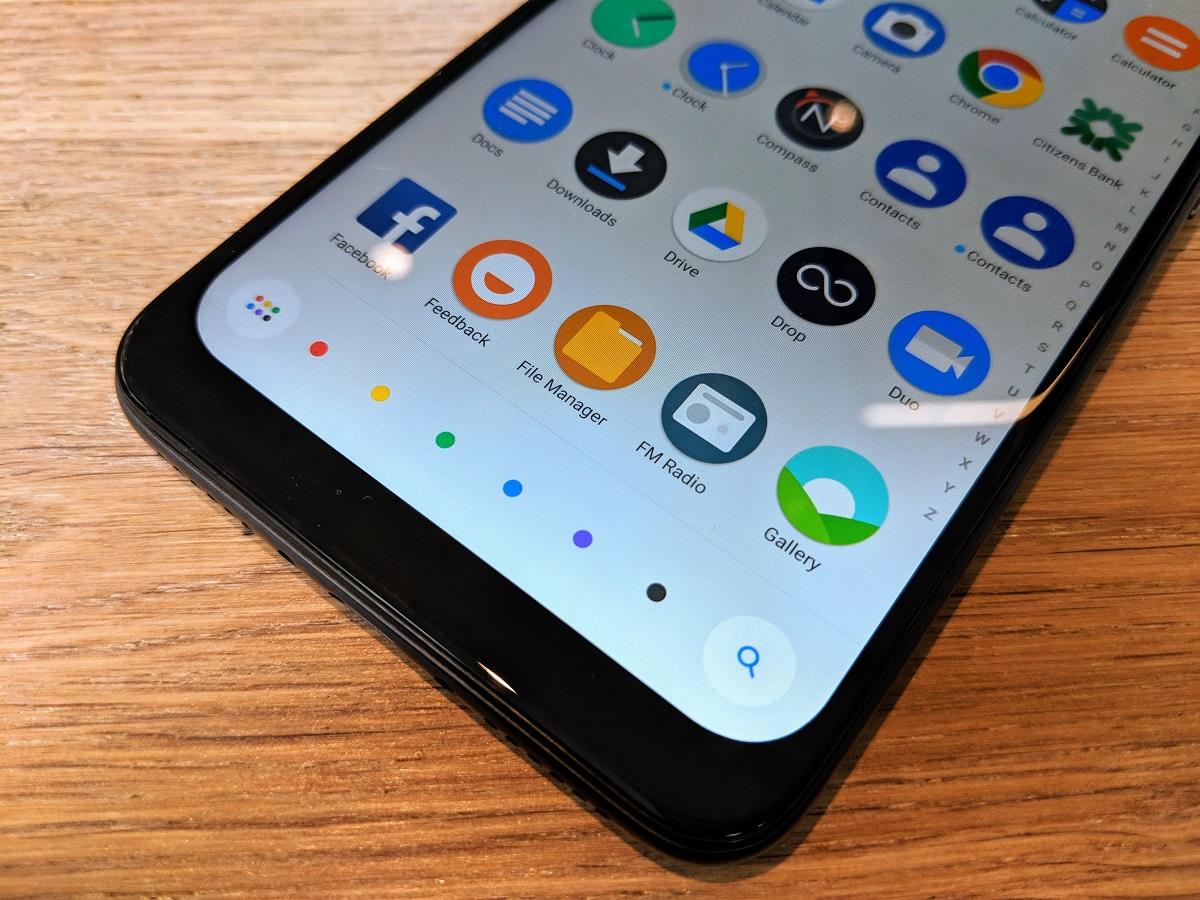 مقارنة بين أحدث الهواتف الرائدة منخفضة السعر Xiaomi Pocophone F1 وHonor Play