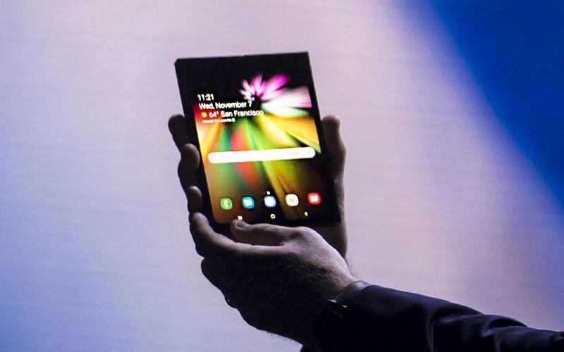 وأخيرًا الكشف عن بعض تفاصيل هاتف Samsung القابل للطي الأول من نوعه من العملاق الكوري