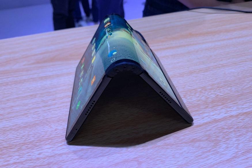 شركة Rouyu تسبق الجميع وتعلن عن FlexPai أول هاتف بشاشة قابلة للطي