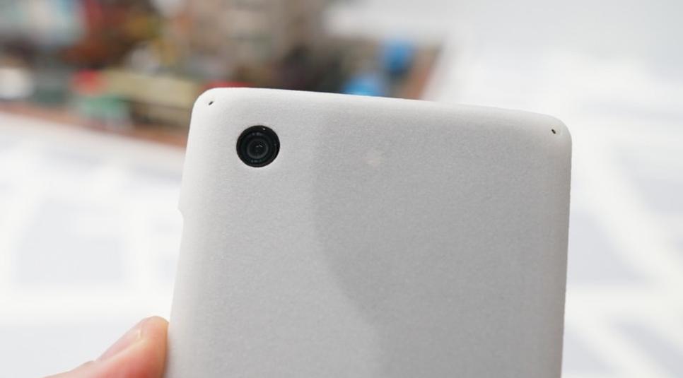 هاتف Honor View 20 يحقق السبق بكاميرا بقوة 48 ميجا بيكسل وشاشة بثقب للكاميرا الأمامية