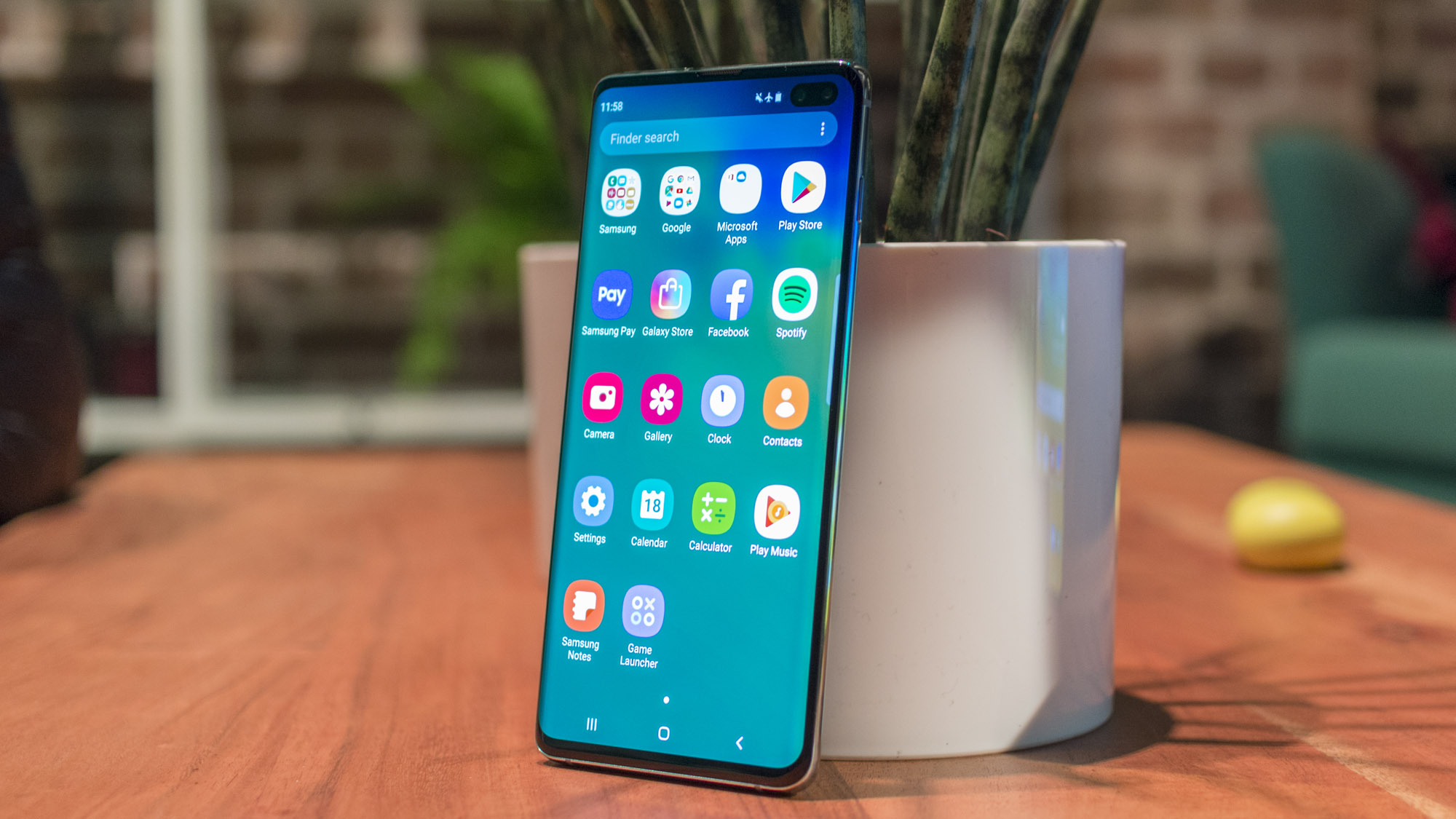 مقارنة بين الهواتف الأفضل Samsung Galaxy S10 Plus وهاتف Sony Xperia 1 وهاتف LG V50 ThinQ 5G