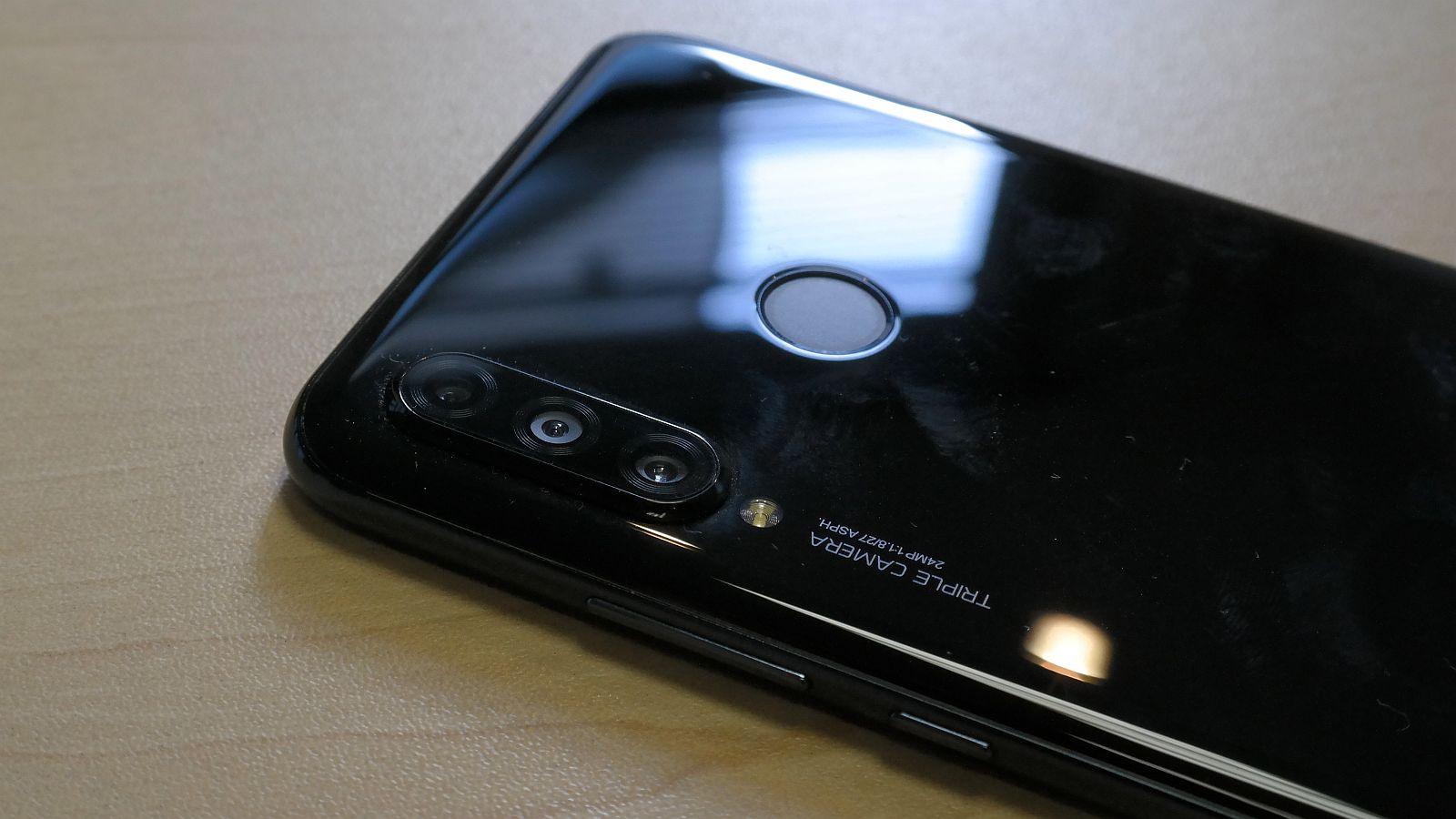 مزايا وعيوب هاتف Huawei المنتمي للفئة المتوسطة Huawei P30 Lite