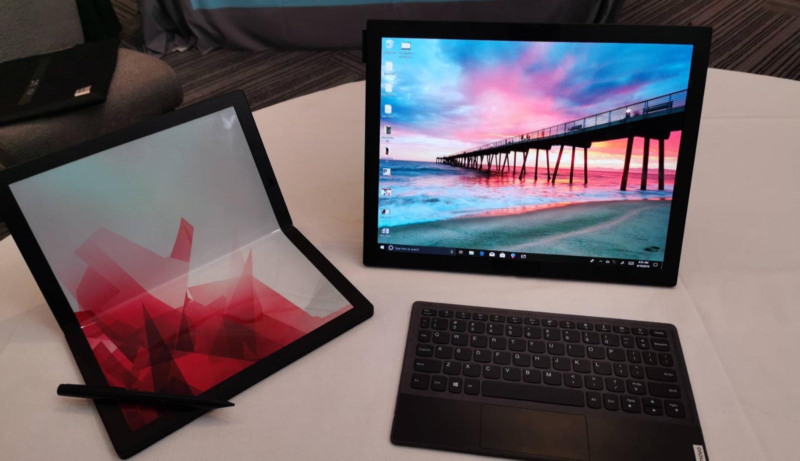 الكشف عن النسخة التجريبية من ThinkPad X1 أول كمبيوتر قابل للطي من Lenovo