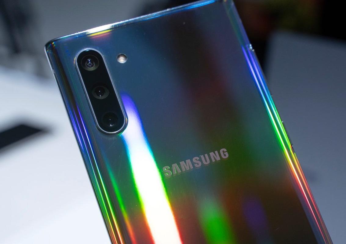 المقارنة الكاملة بين هاتف Samsung Galaxy Note 10 وبين هاتف Xiaomi Mi 9
